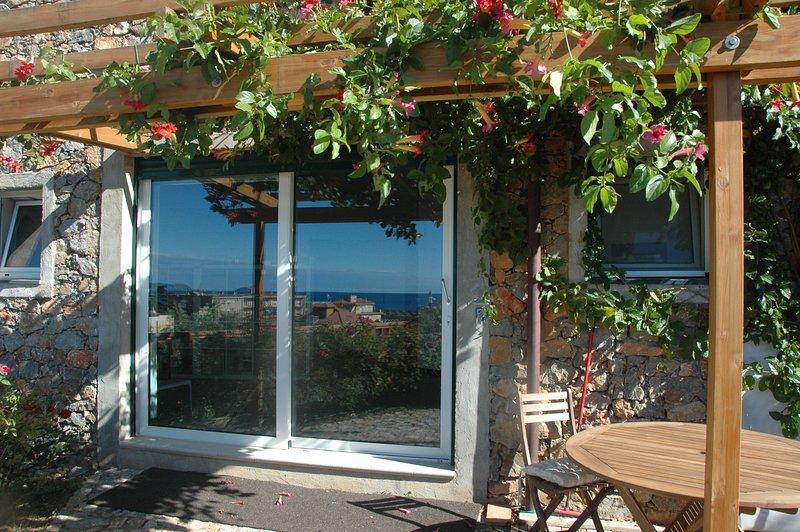 Splendido LOFT con giardino a due passi dal mare!, Ferienwohnung in Ranzi