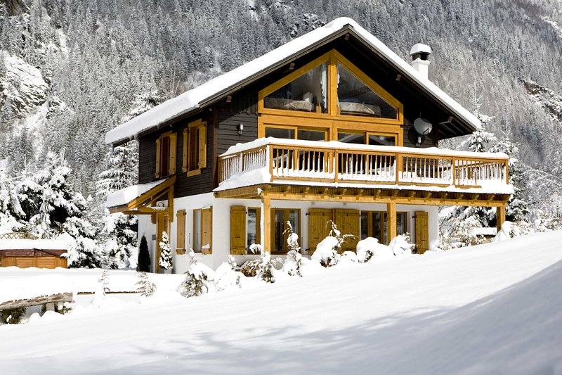 Chalet la Moraine in the Snow