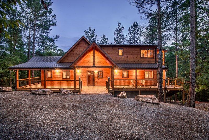 Crystal Ridge Spa Cabin - Sleeps 6, Pool Table, holiday rental in Tatum