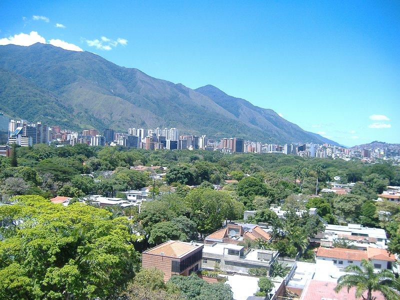 Bello apartamento  EN CHACAO ALTAMIRA LOS PALOS GRANDES CAMPO ALEGRE, holiday rental in Caracas