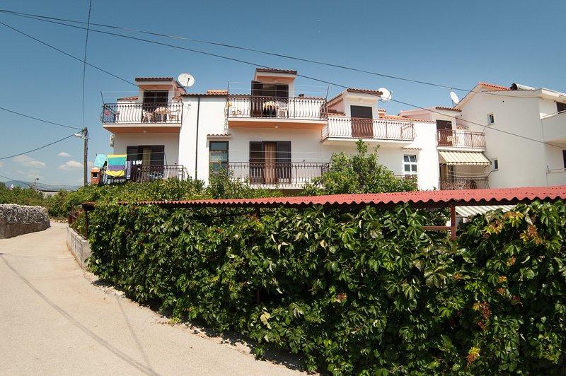 Appartement  2 ' MIRJANA ', holiday rental in Slatine