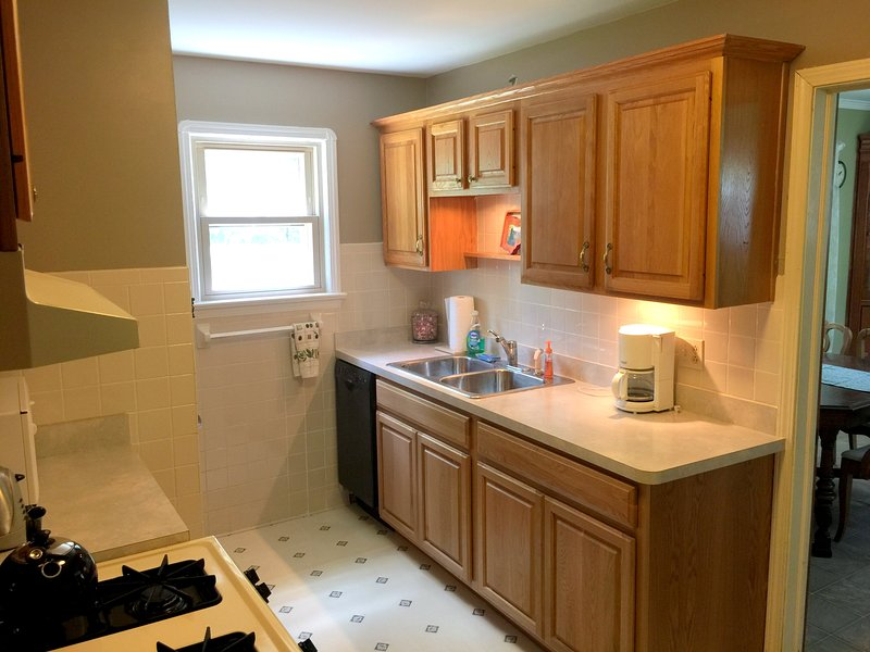 Stocked Kitchen with Dishwasher, Coffee Maker, Blender and more, just add food!