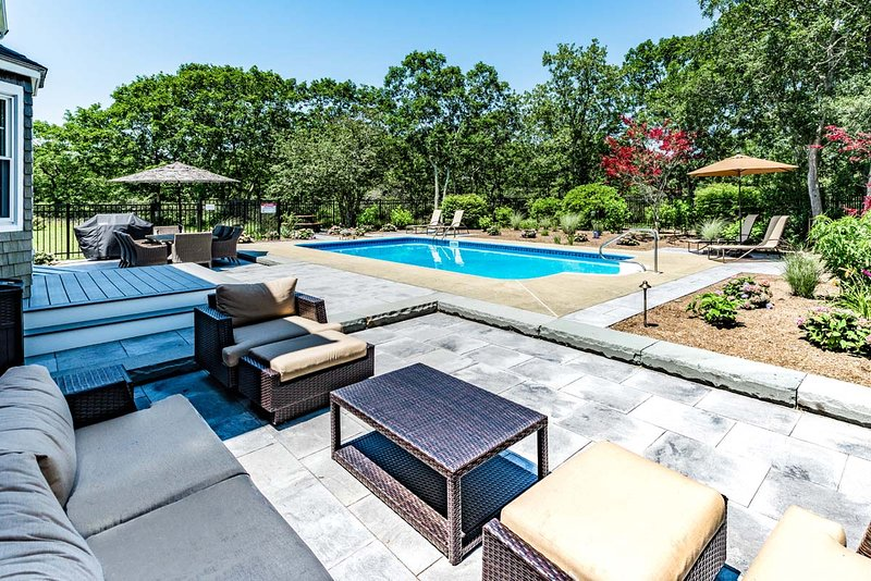 RAOMA - Long Point Beach Area,  Heated Pool, Large Patio with Living and Dining, alquiler de vacaciones en West Tisbury