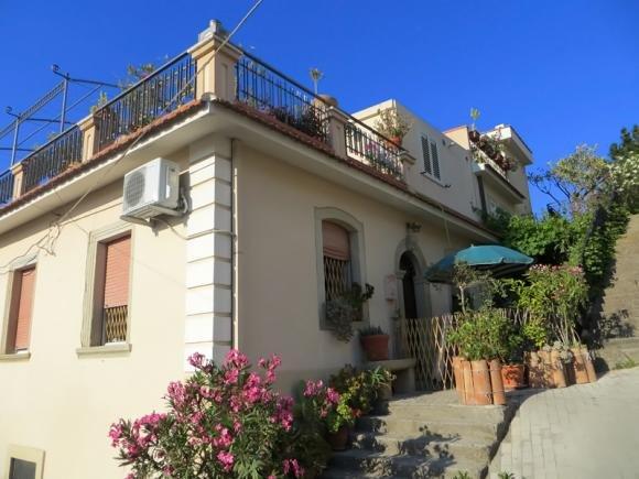 Casa Vulcano Frontview