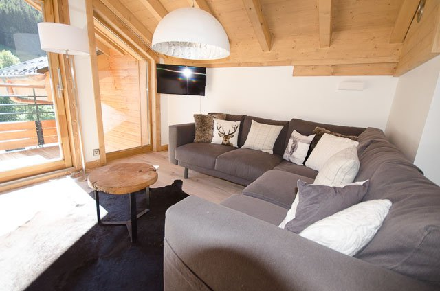 Chalet Makalu, 4 bedrooms, 3 bath's, close to village and piste, recently built, vacation rental in Les Gets