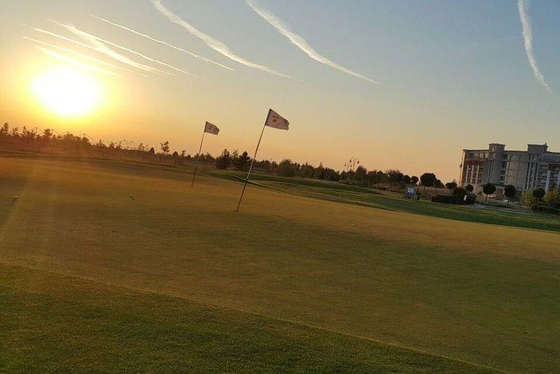 Lever du soleil au phare de golf à 9 km de la villa