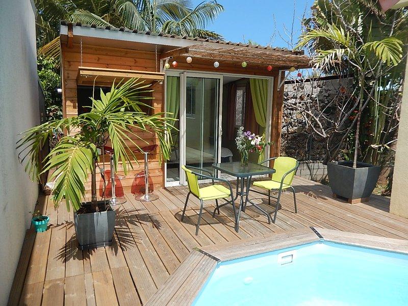 Chalet 2 personnes avec piscine, holiday rental in Etang-Sale les Hauts
