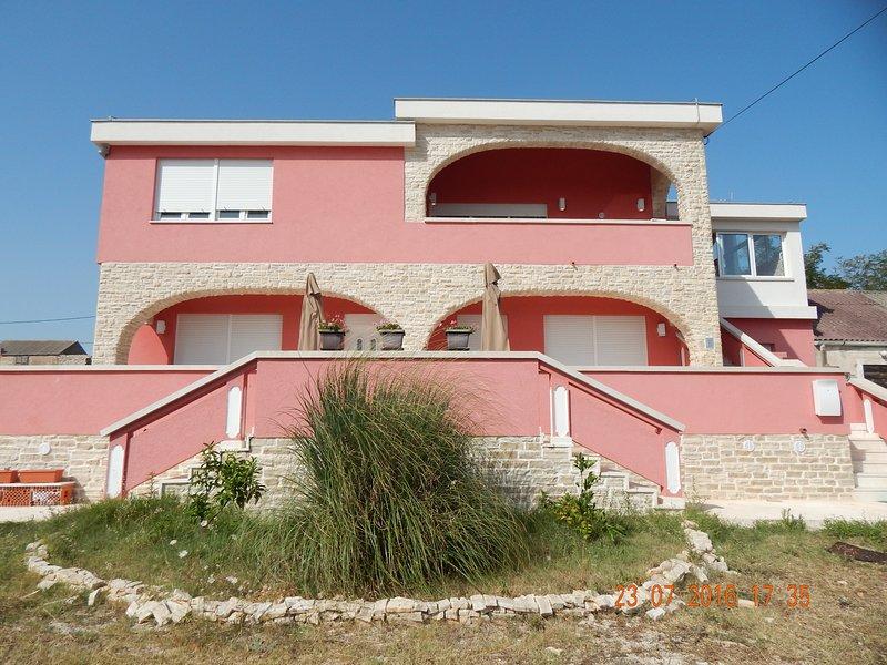 beautiful and spacius apartment, location de vacances à Vir