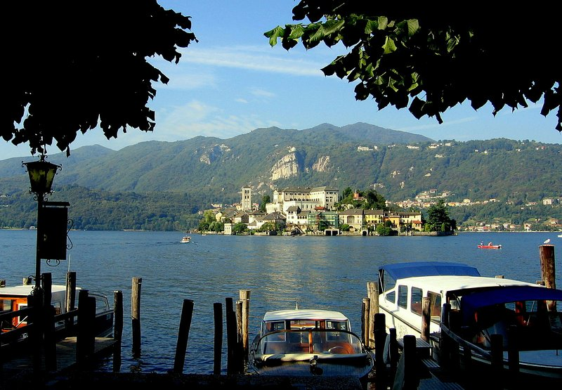 Orta St. Giulio island with 2km from the holiday home