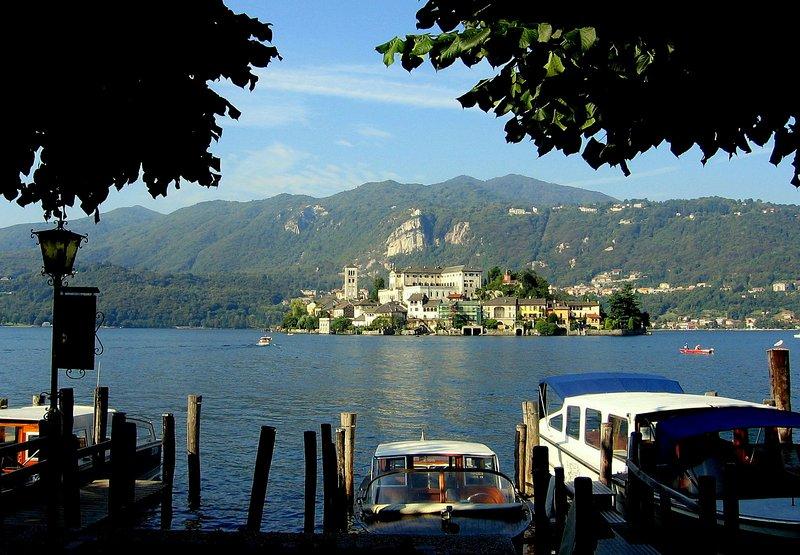 Orta St. Giulio ö med 2 km från huset