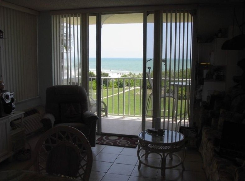 Unobstructed View of the Beach and Gulf of Mexico From the Dining Table.