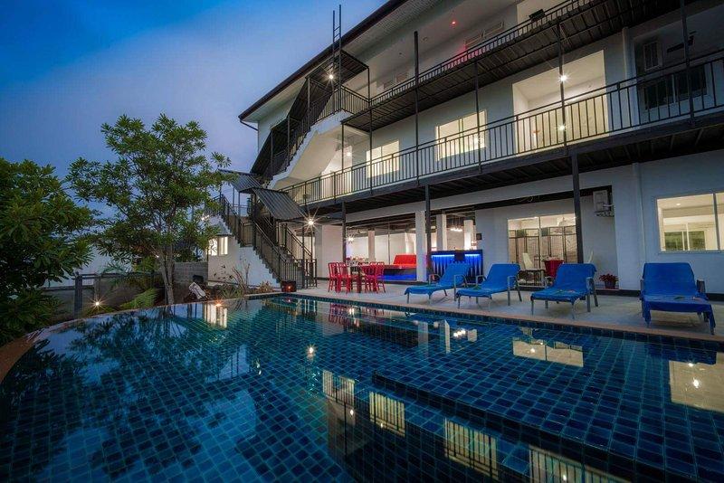Private 8 bedrooms Villa Nap Dau Crown, holiday rental in Phuket Town