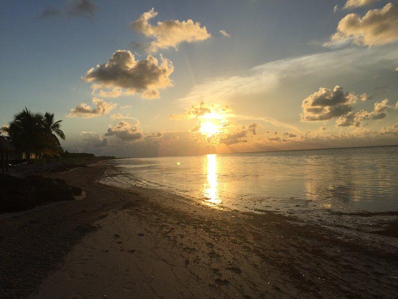 Salida del sol en la playa de Coco Plum