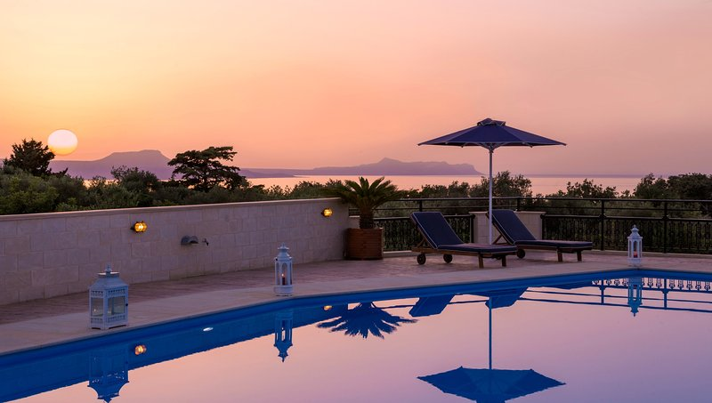 Private Holiday Villa With Amazing Views & Large Private Pool (Rithymna Mansion), holiday rental in Rethymnon