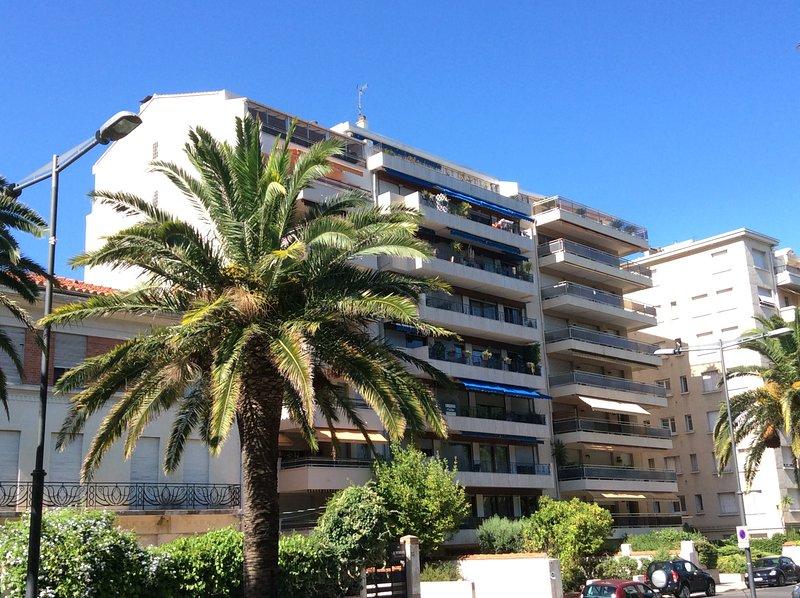 T2 standing terrasse et parking Secteur Castillet, holiday rental in Peyrestortes
