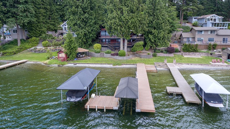 Two boat lifts, and two jetski lifts