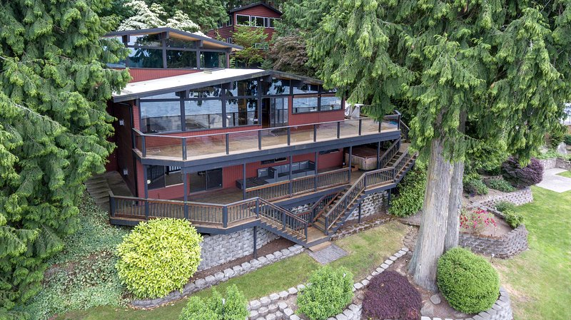 Beautiful Lake House & Guest Cabin on the Water, location de vacances à Lakewood  Snohomish County