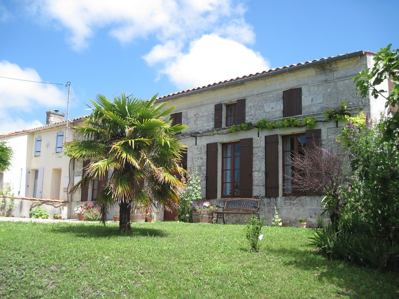 Two Adjacent Stone Houses with Stunning Views., holiday rental in Saint Thomas de Conac