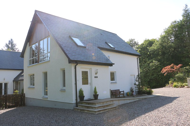 Admirable Acorn Cottage Banavie Fort William Has Wi Fi And Outdoor Home Interior And Landscaping Ymoonbapapsignezvosmurscom