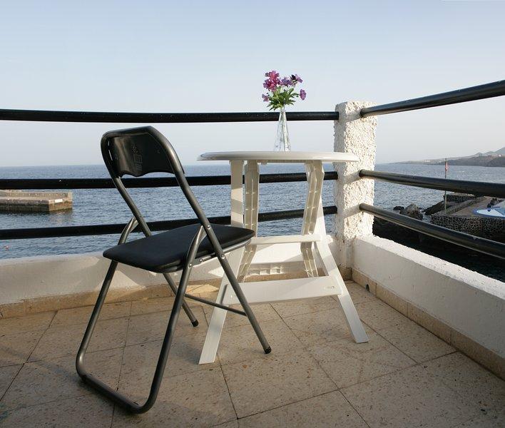 APARTAMENT4 1ª LÍNEA DE PLAYA, EXCELENTE ZONA BAÑO, vacation rental in Candelaria