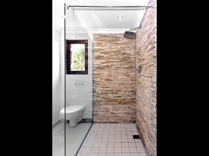 Shower suite 3
