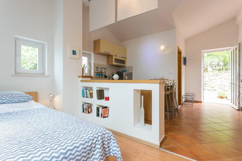 Studio-Wohnung mit Küche und eigenem Bad