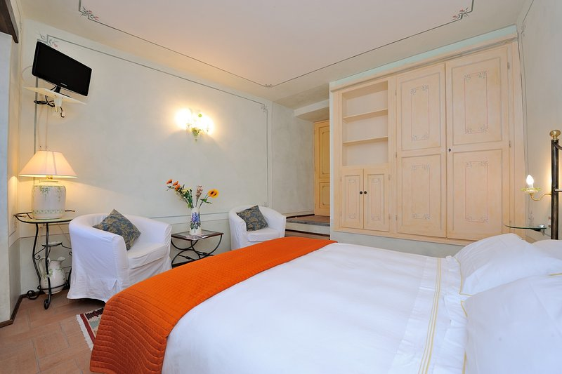 Double room with tv