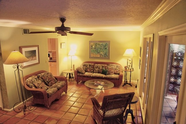 Relax in the living room, with easy-going, comfortable furnishings