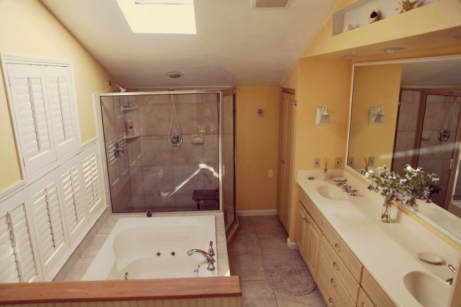 Huge master bath,  with dual sinks, dual shower and dual Jacuzzi