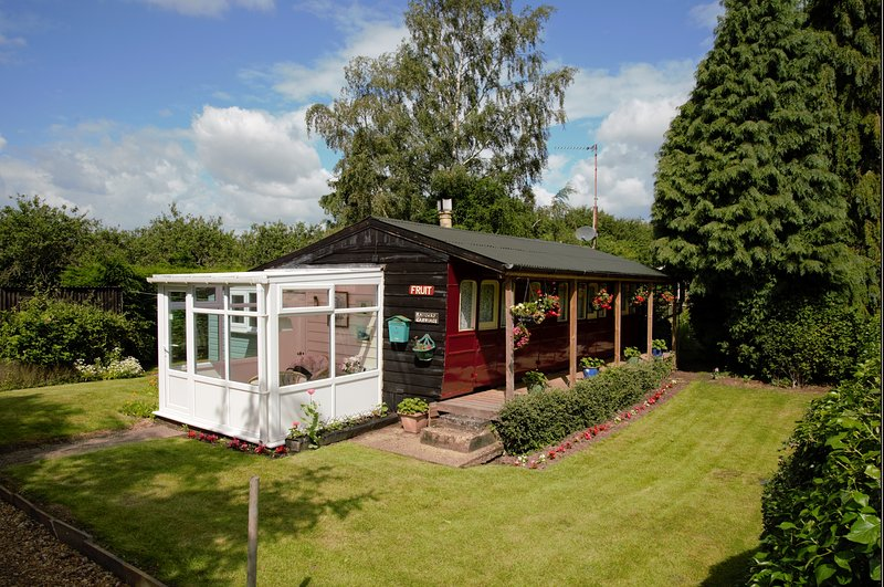 Victorian Railway Carriage | Private Garden | Field, holiday rental in Upwell