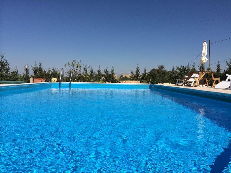 Casa vacanze Ilice Entire Villa, holiday rental in Cimilla