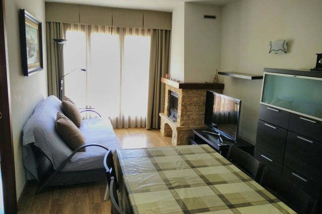 Lounge, 6p table, access to balcony, fireplace, double sofa bed, 40-inch smart TV
