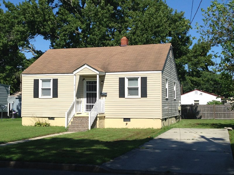 2 Bedroom Affordable, Comfortable, Getaway House, holiday rental in Hampton