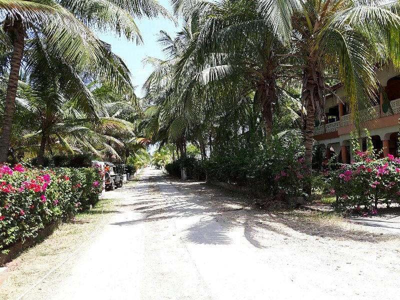 Modern apart 100meter from beach and center., location de vacances à Malindi