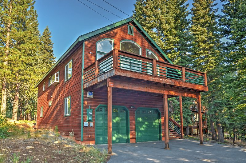 Well-Stocked Home w/Deck & Central Donner Location, vacation rental in Truckee