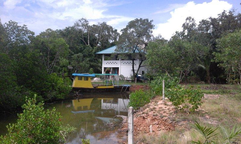 ruhig gelegene Unterkunft mitten im kuehlen Wald, holiday rental in Ko Jum