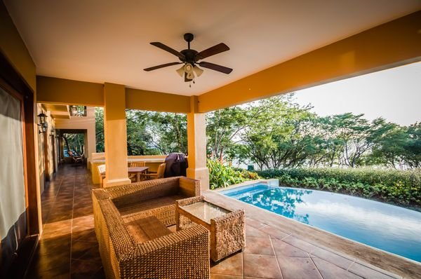 Casa Jardin, vacation rental in Tola