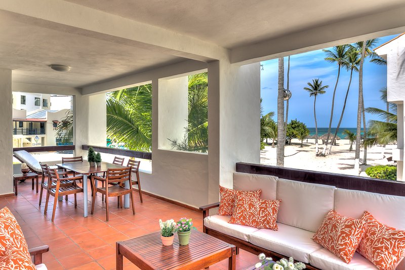 Oceanfront Apartment with beach views and large balcony, vacation rental in Bavaro