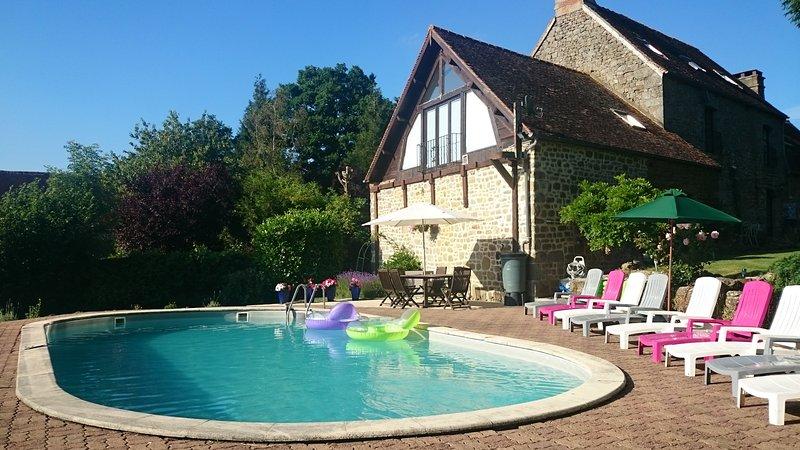 fenêtre donnant sur la maison aux pignons piscine chauffée (24-25 degrés), ouvert de mai - Septembre