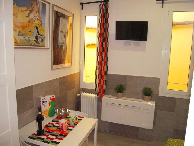 piccolo monolocale in centro storico, holiday rental in Monte San Pietro