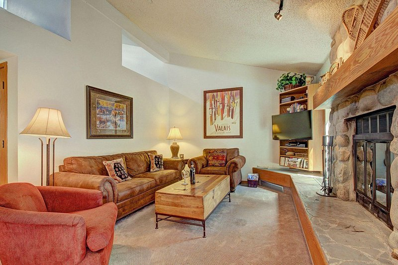 SkyRun Property - 'CC301 Cross Creek 2BR 2BA' - Updated Living Room - Beautifully appointed living room features newer furniture including queen sofa sleeper and love seat. Brand new HD TV.
