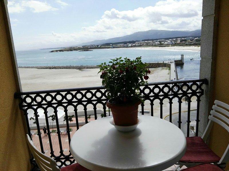 Terraço com vista para o mar e praias