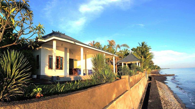 Air Sanih Beach Villa 3 Br, holiday rental in Kubutambahan