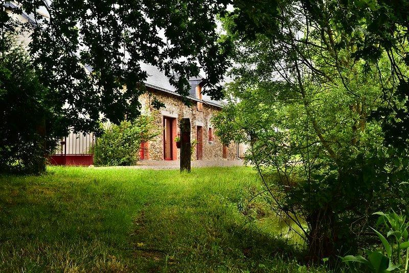 Mon Savoureux Jardin : Gîte 4/8 personnes en Anjou, vacation rental in Segre-en-Anjou Bleu