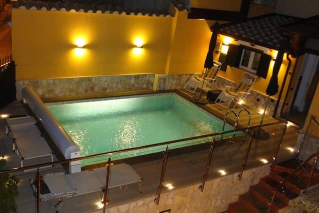 Location VILLA avec piscine, alquiler vacacional en Faiano