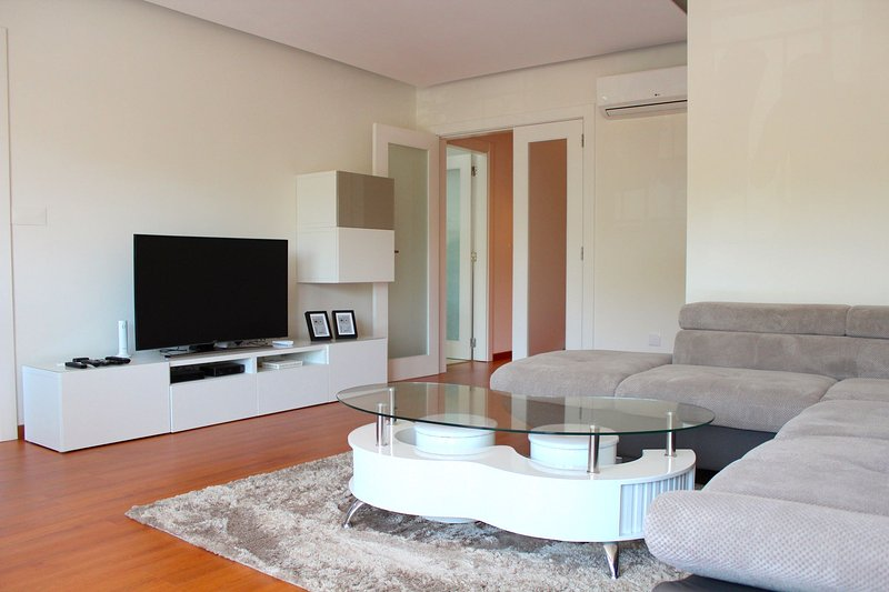 Abaca Apartment, Damaia, Lisbon, holiday rental in Alfragide