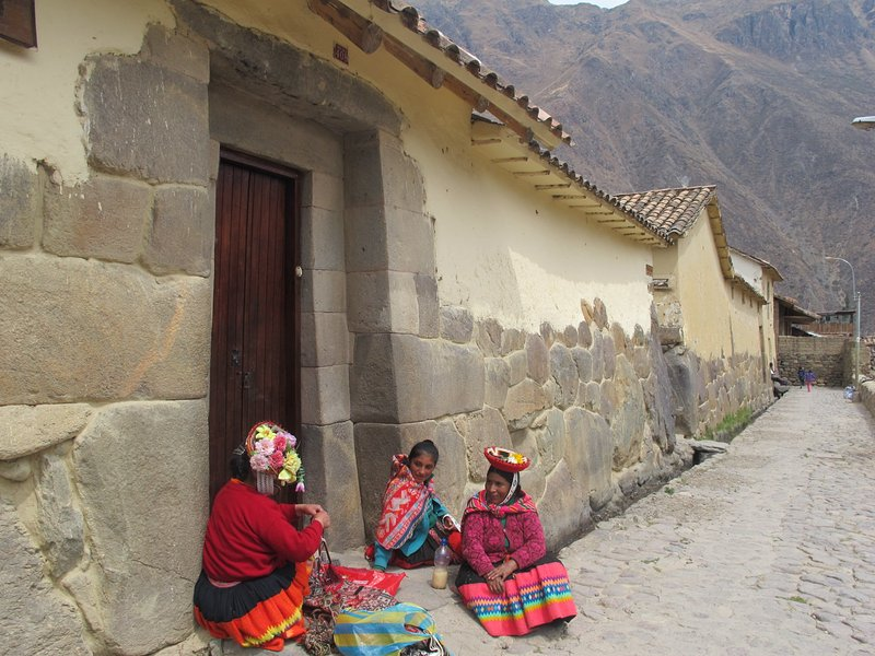 living culture and its Inca streets of Ollantaytambo. ! We Accompany them in their recorrido¡