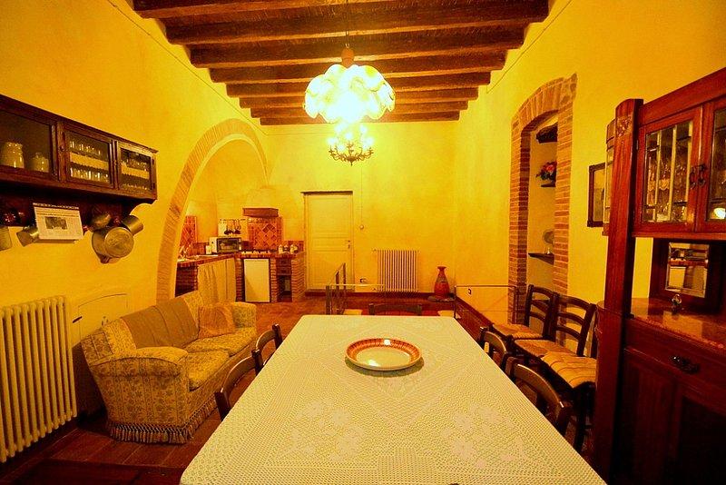 Montemaggiore Belsito Villa Sleeps 9 - 5229466, holiday rental in Montemaggiore Belsito