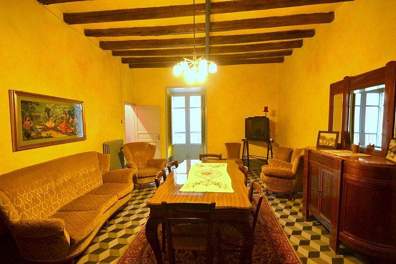 Montemaggiore Belsito Villa Sleeps 7 - 5229464, holiday rental in Montemaggiore Belsito