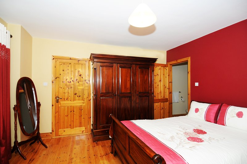 Michael D Higgins Suite  ( Breakfast Included ), vacation rental in Charleville